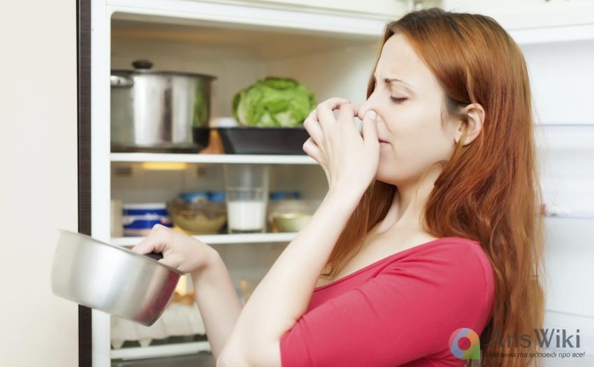 Як позбутися неприємного запаху в холодильнику?
