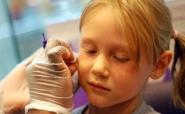 В якому віці проколювати дітям вуха?