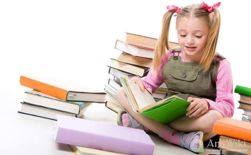 дівчинка з книгою